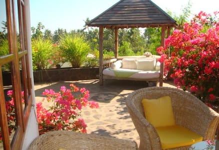 Bungalow with a big terrace - Buleleng - Villa