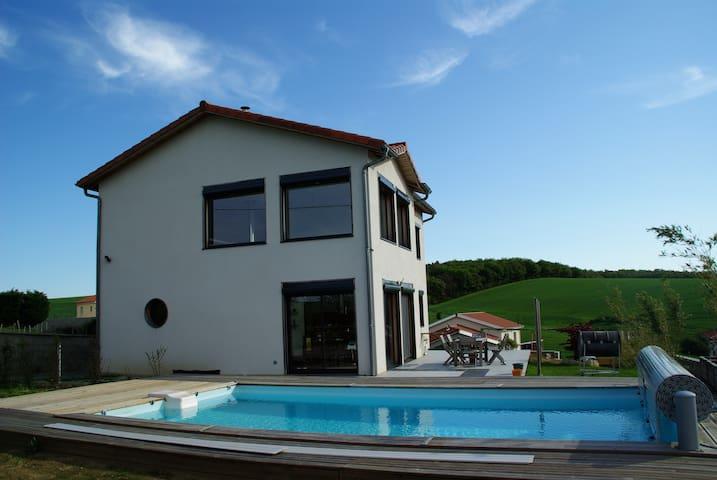 maison avec piscine chauffé dans parc du Pilat