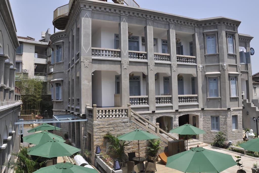 箜曲是由两栋上百年的老别墅根据原建筑图纸,历时一年,翻新改建而成的