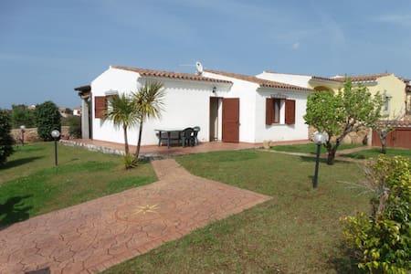Elegante villa a 300 metri dal mare - Baia Sant'Anna