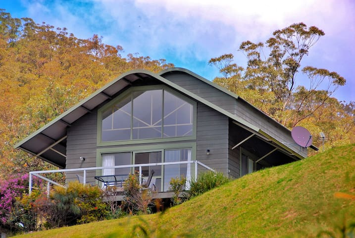 Fresh country air, SkyView villa is perched high overlooking Kangaroo Valley
