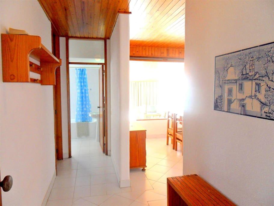 L'entrée of the apartment