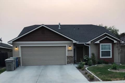 PRIVATE ROOM IN WEST BOISE HOME W/ALL AMENITIES