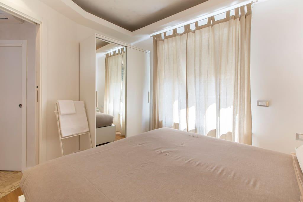 Sleeping room and wardrobe