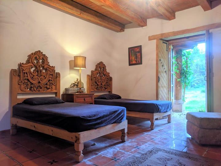 Habitación colonial en Hacienda la Cruz, E8