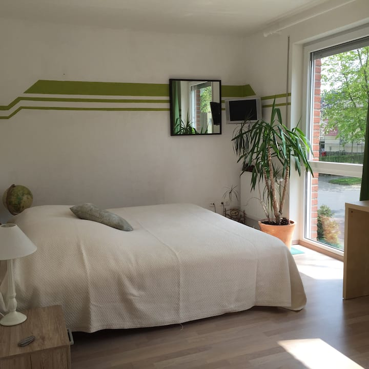 Nice bedroom close to the fair with breakfast