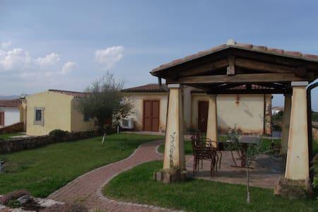 Villa Delfino a due passi dal mare - Baia Sant'Anna