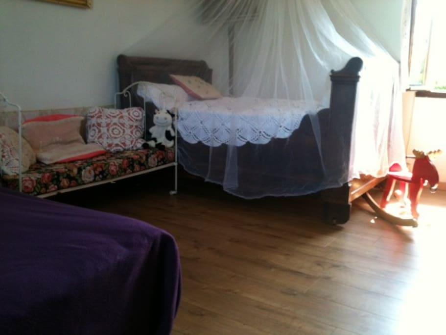 chambre 1, lit 120 et lit enfant