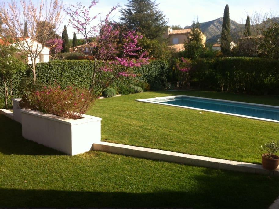 Belle villa proven ale avec piscine villas louer for Piscine gemenos