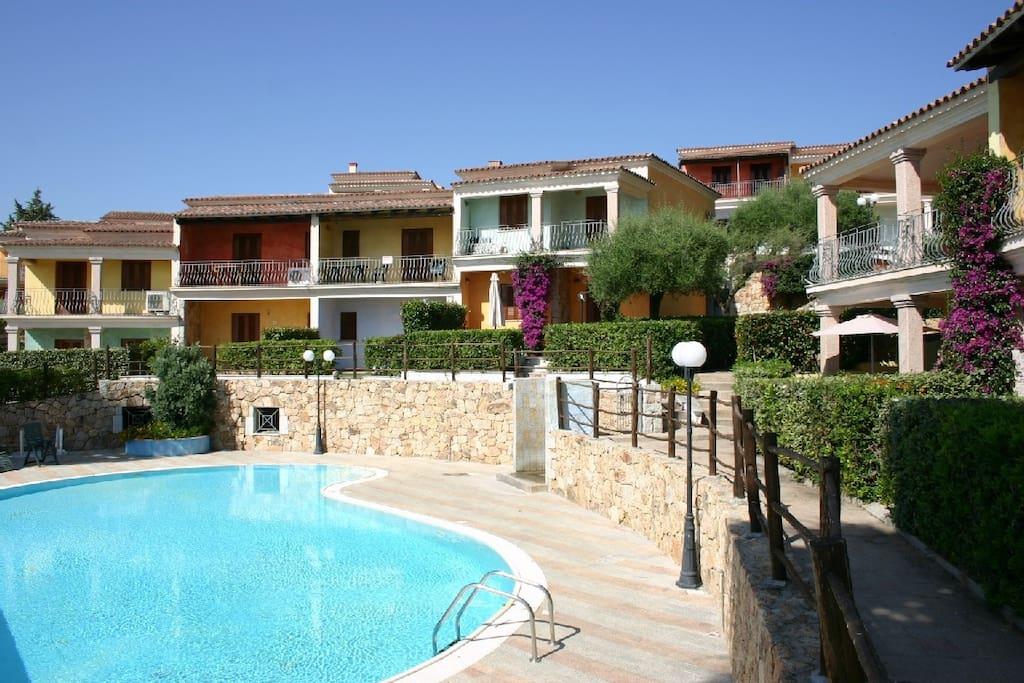 Trilocale in residence con piscina appartamenti in for Residence con piscina budoni