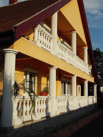 Koppi Ház Siófok - Siófok - บ้าน