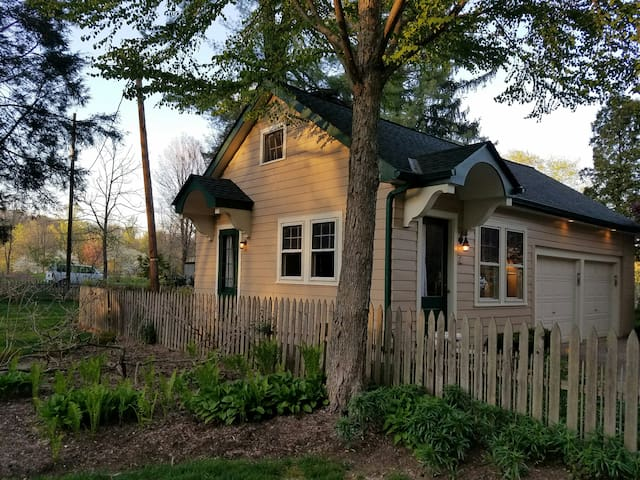 Cozy private cottage along the Delaware River and Delaware Canal.