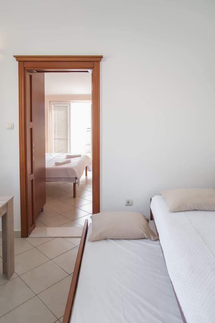 Apartments Mako, 10meters from sea, sea views