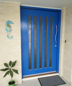 Blue Door Haven Accommodation - Windradyne - Casa