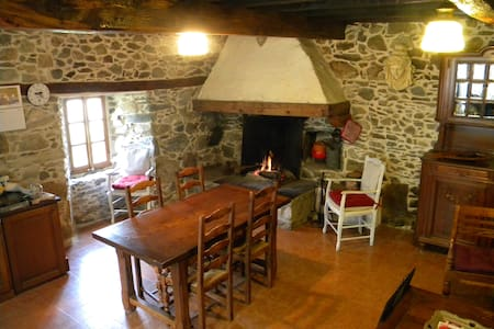 Maison de charme dans les Pyrénées - Esbareich - บ้าน