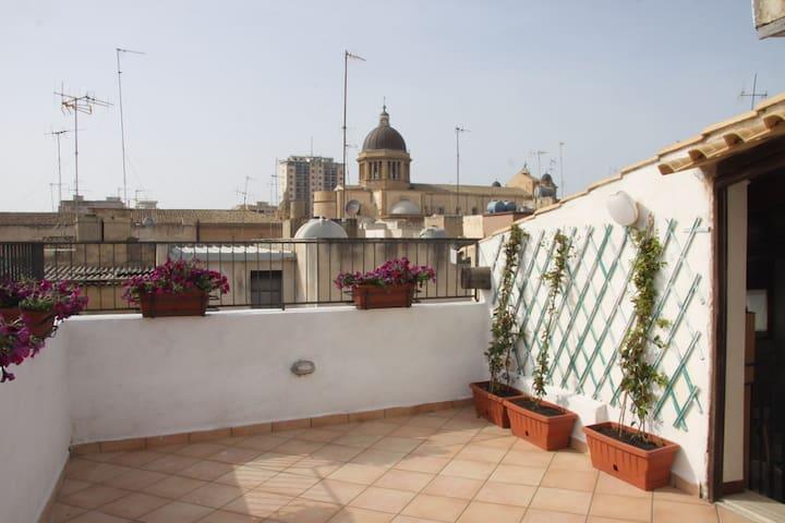 Apartment with beautiful terrace - Marsala - Hus