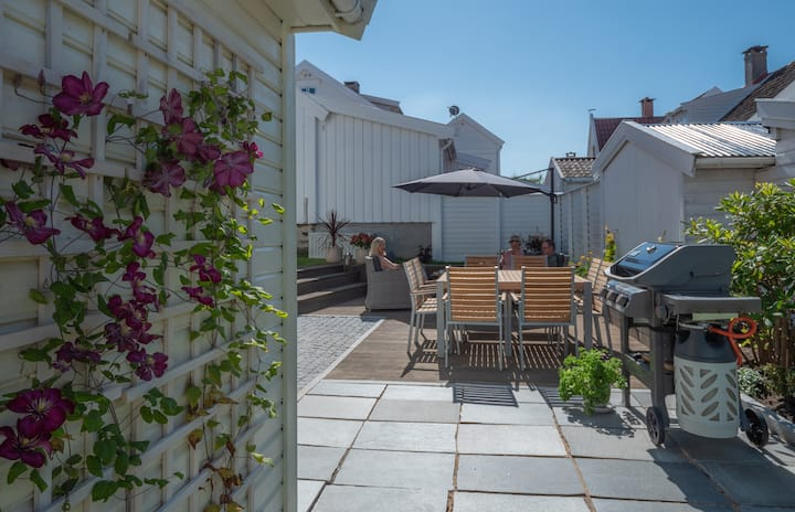 Classic renovated skippers townhouse in Mandal