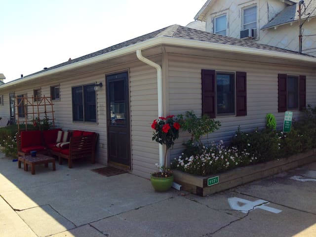Pet Friendly!  3 Blocks to Beach! - North Wildwood - Apartemen