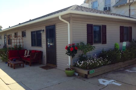 Pet Friendly!  3 Blocks to Beach! - North Wildwood - 公寓