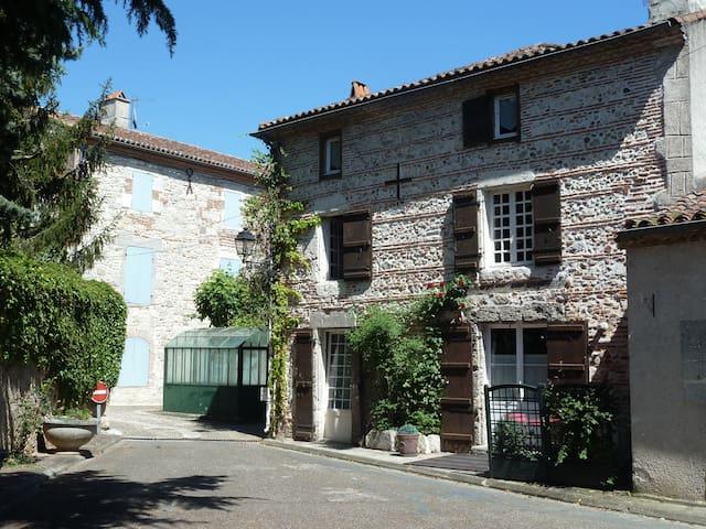 Maison de charme depuis le XVIIème - Aiguillon - Hus