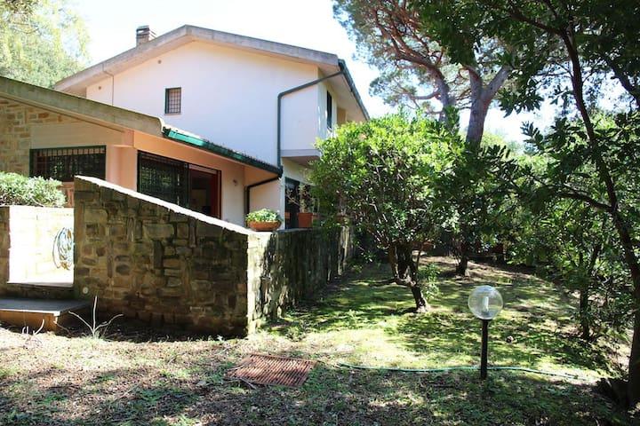 Villa with nice garden and terrace - Punta Ala - Casa
