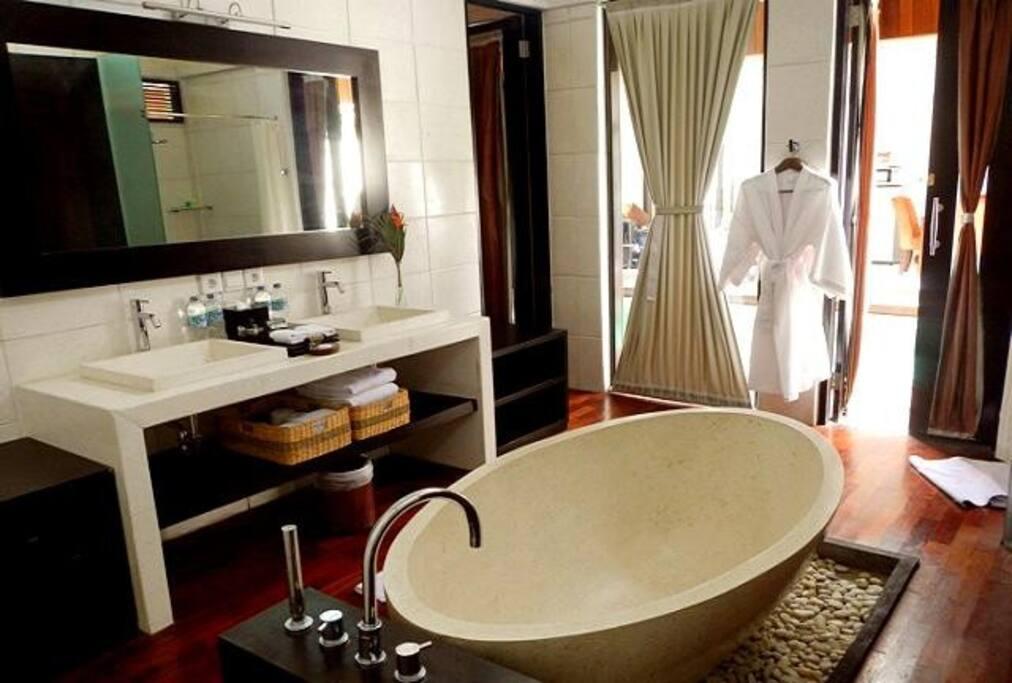 Bathroom shower and bathtub