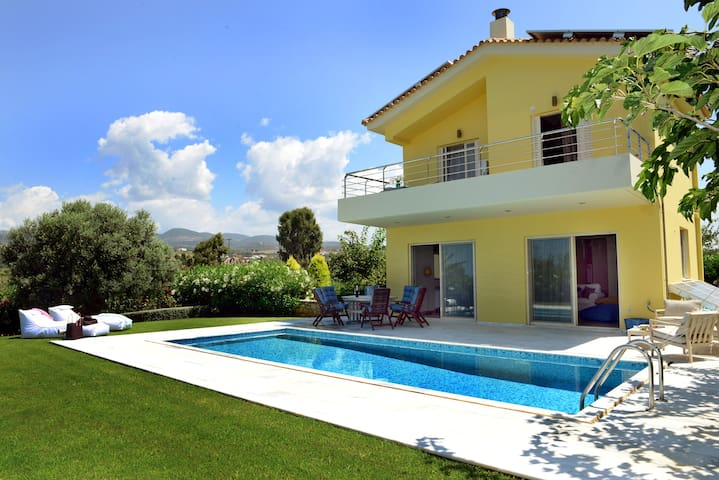 Citron Pale Luxury Villa, Dimitras Villas,Messinia