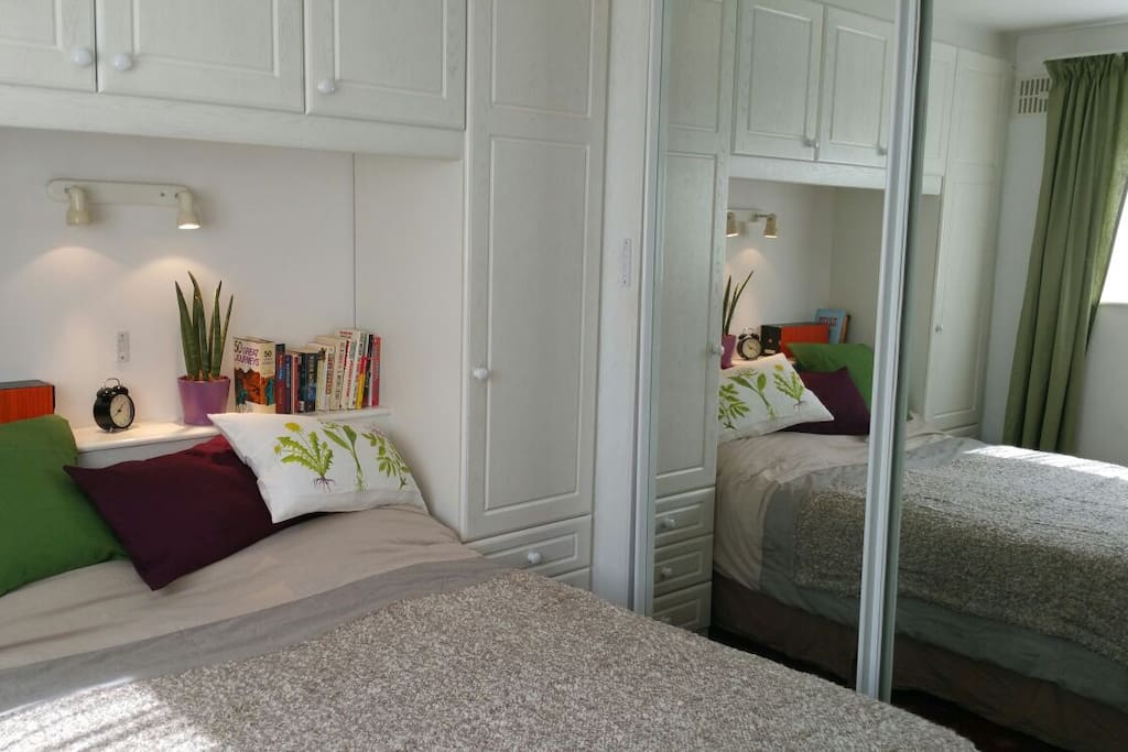 Bright, cosy en-suite bedroom