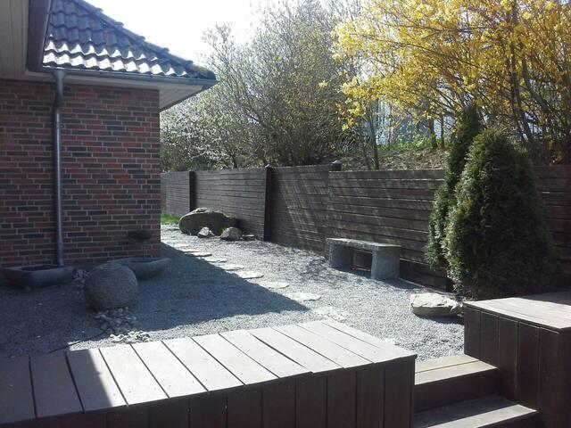 Hyggeligt værelse 1 i separat villa-lejlighed - Kalundborg - บ้าน