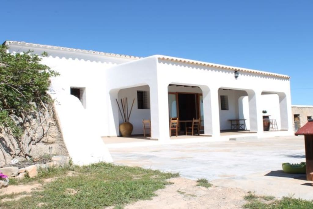 double bedroom dr typical ibiza house cottages for rent in ibiza balearic islands spain. Black Bedroom Furniture Sets. Home Design Ideas