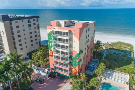 Beachfront Hotel/Condo in Fort Myers Beach 405