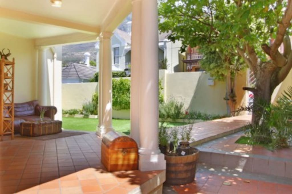 Front yard, with dining area and gas barbecue