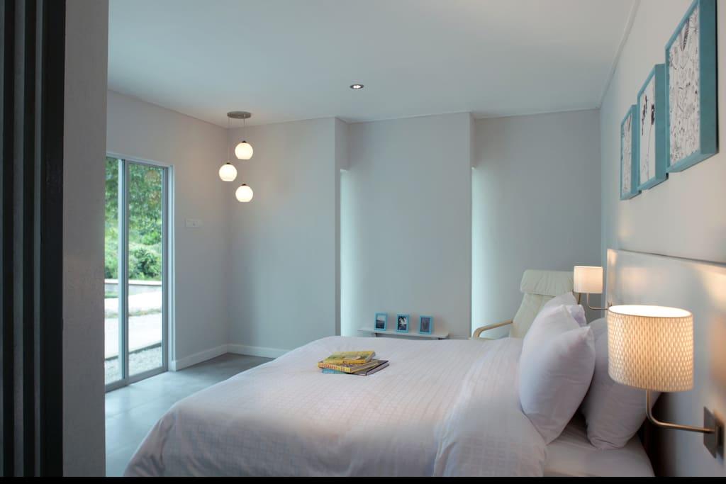 King-sized bedroom