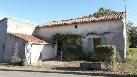 In Saint-Secondin: small country house