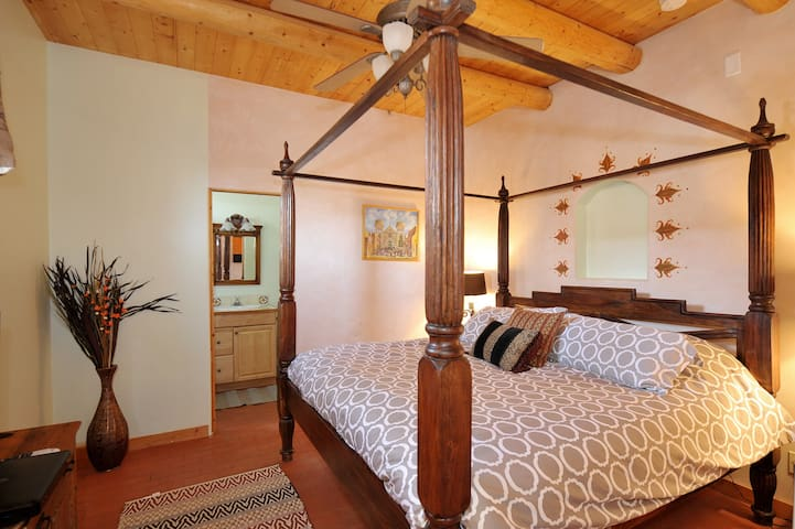Charming casita near Santa Fe Plaza