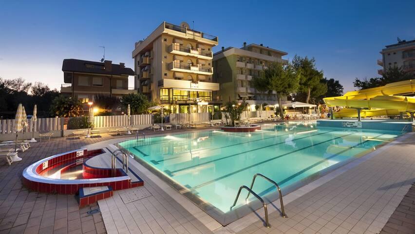 Trilocale sul mare con piscina - Misano Adriatico - Wohnung