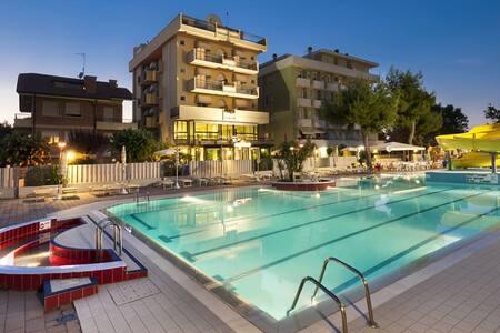 Trilocale sul mare con piscina - Misano Adriatico - Apartment
