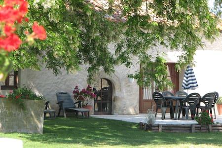 Lymerac Child Friendly Cottage - Salles Lavalette