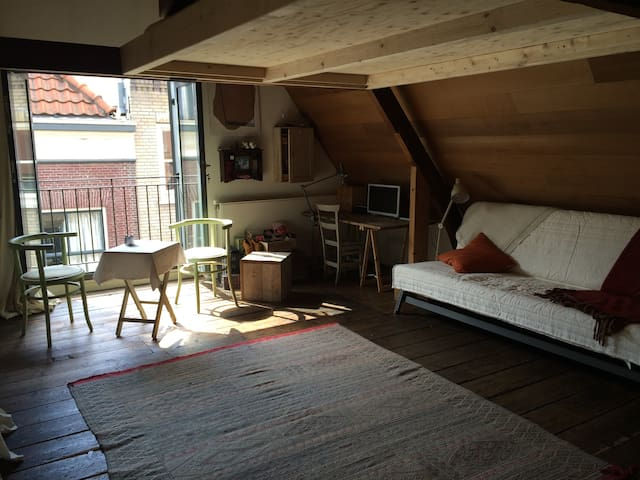 Beautiful loft in historic cottage - Den Haag - Loft