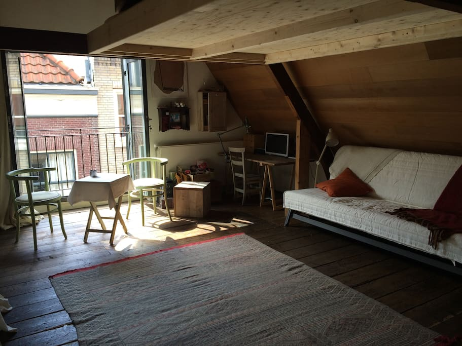 Beautiful loft in historic cottage appartementen te huur for Loft interieur den haag