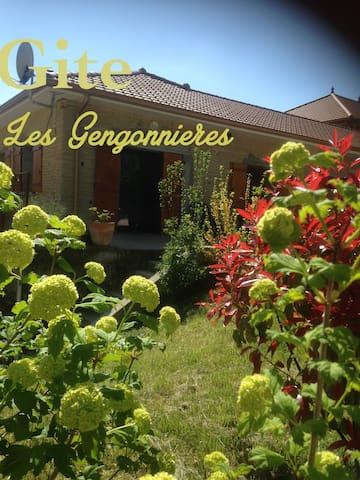 Gite 2/4 pers accessible handicapé - Hauterives - บ้าน