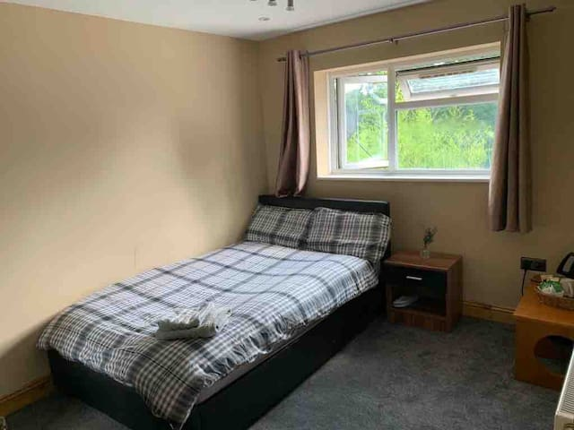Double, Furnished Bedroom - Central Oxford