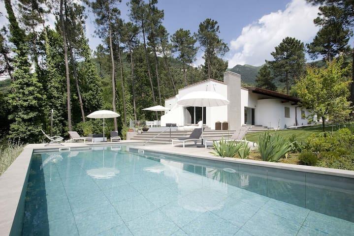 Villa Silerchie piscina in Versilia