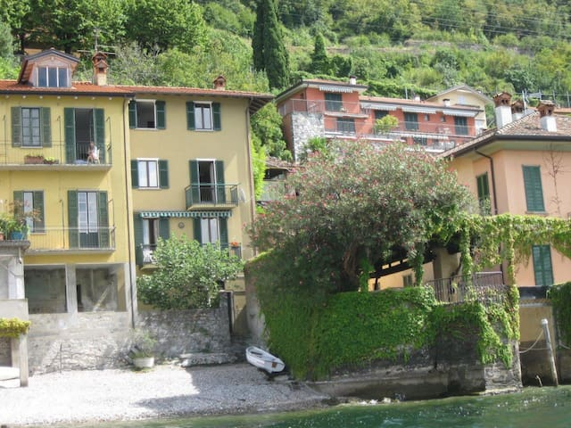 Casa in riva al lago a Fiumelatte - Fiumelatte - House