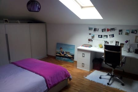 Large bright room + bathroom + TV + Wifi - House