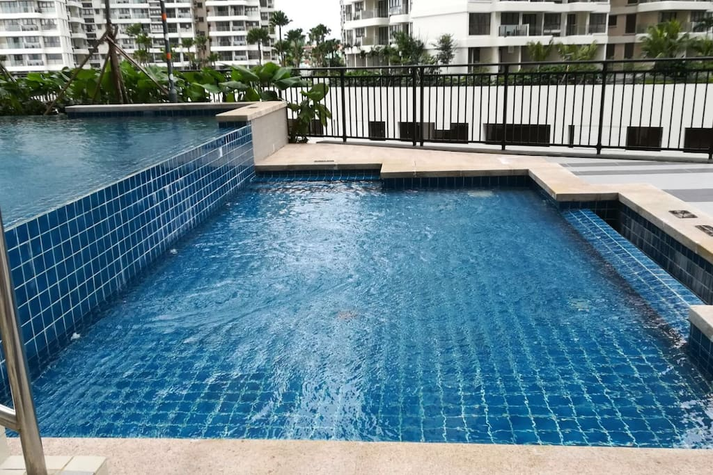 Swimming pool, deep and shallow suitable for people of all ages