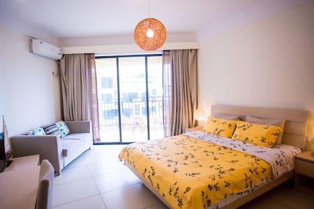 位于三亚大东海旅游区可以看海的宽敞带厨房的酒店公寓 - Flat