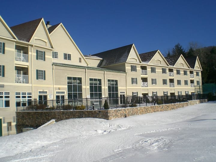 1Ski-In Ski-Out  Weekend Bentley Brook Resort  MLK