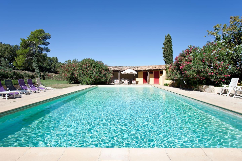 Piscine de 14mx7m-  vue sur le pool house