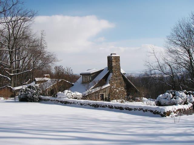 Idyllic Winter Wonderland! Views*Woods*Historic